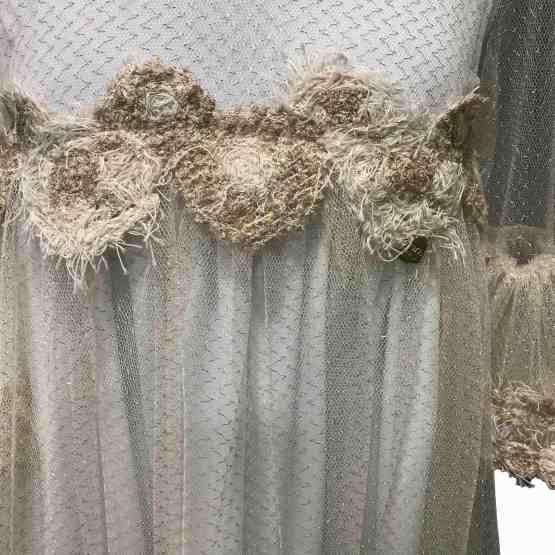 Detalle Bella Bimba colección Ananda vestido corte pecho