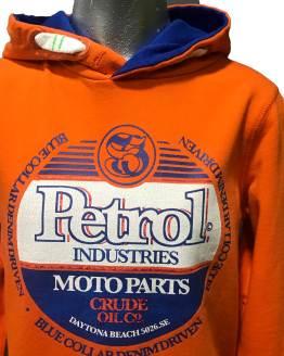 Detalle Petrol sudadera naranja logo azul