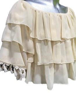Detalle Jaimè blusa beige volantes y flecos