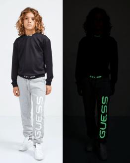 GUESS pantalón jogging negro letras fluorescentes catálogo
