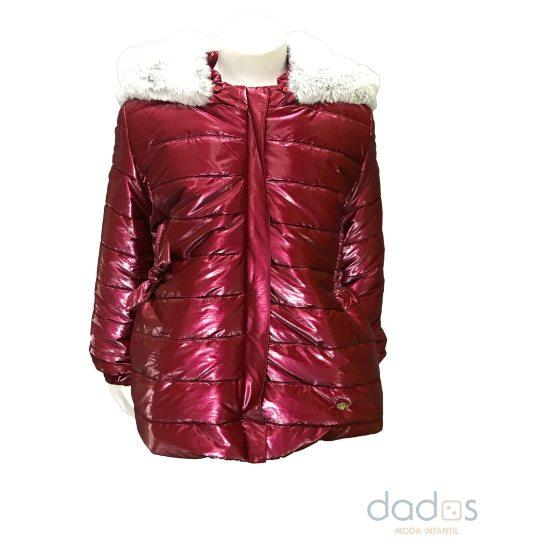 Marta y Paula abrigo granate acharolado capucha desmontable