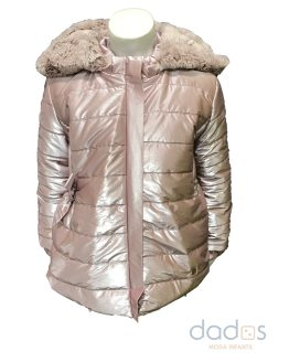 Marta y Paula abrigo rosa acharolado capucha desmontable
