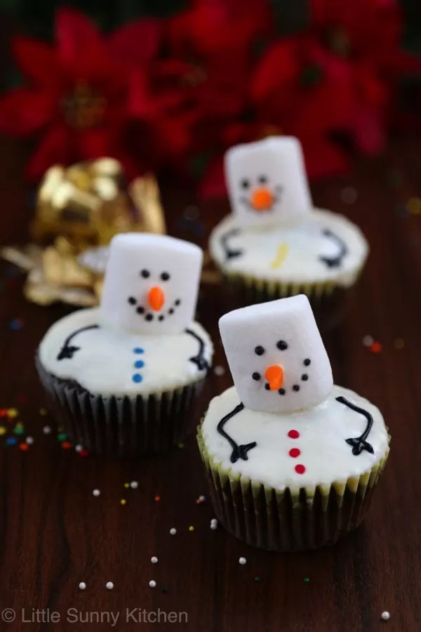 21 Christmas Party Ideas for Kids Snowmen cupcakes