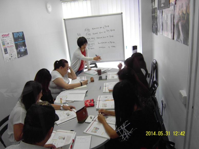 Teacher Ms S E Jang and her students
