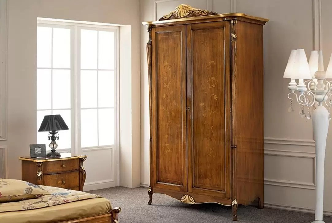 Armadio Ponte Dimensioni armadio, 2 ante, colore legno scuro, decorazioni oro - dimensioni: 137 cm -  75 cm - h 249 cm – 2,56 mc - stile classico - 100% legno - fianco
