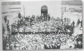 Αγία Βαρβάρα το 1936: Ο Αρχικός Ι. Ναός. Μαθητές του 1ου Δημοτικού Σχολείου στον εορτασμό της 25ης Μαρτίου 1936