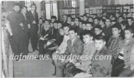 Από μάθημα αγοριών Δημοτικού στον Ιερό Ναό της Αγίας Βαρβάρας το 1968. Οι κατηχητές και ο πάτερ Βασίλειος Διαμάντης.