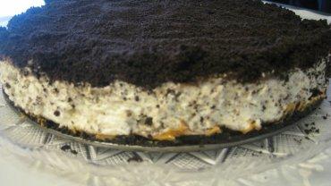 עוגת אוריאו עם חמאת בוטנים ופצפוצי שוקולד