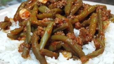 תבשיל מהיר של שעועית עם בשר טחון