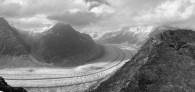 Aletschgletscher. 23 km uzunluğu ile Alp'lerin en büyük buzulu. Aynı zamanda UNESCO dünya mirası koruma alanı