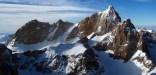Yücelik - Aladağların Güney bölgesinde, gotik bir katedrali andırankuleleri, narin süsleri ve kar örtüsüyle Kaldı dağı. Fotoğraf: Duygu Başoğlu