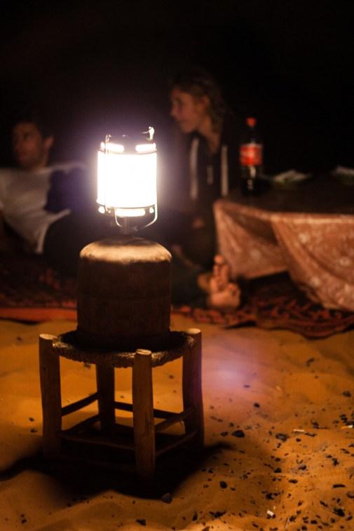 Notre campement au coeur des dunes de Merzouga, de nuit.