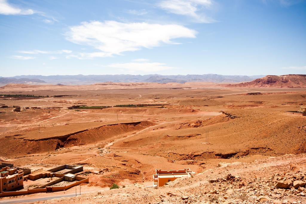 Vue du désert, aride de bout en bout.