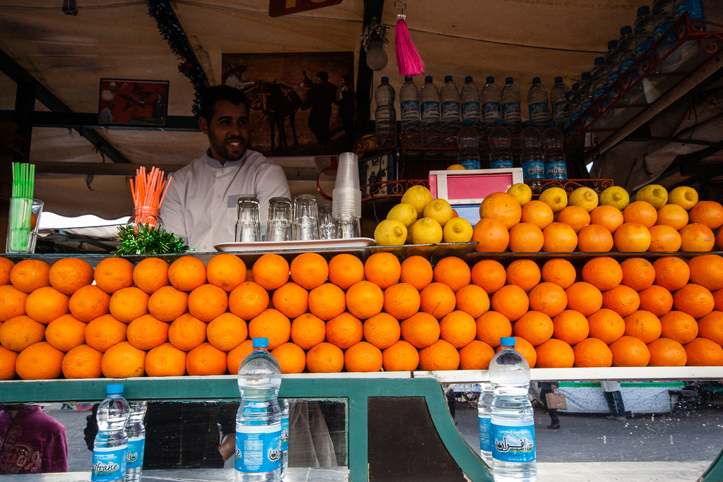 Vendeur de jus d'orange sur la place Jemaa El Fna.