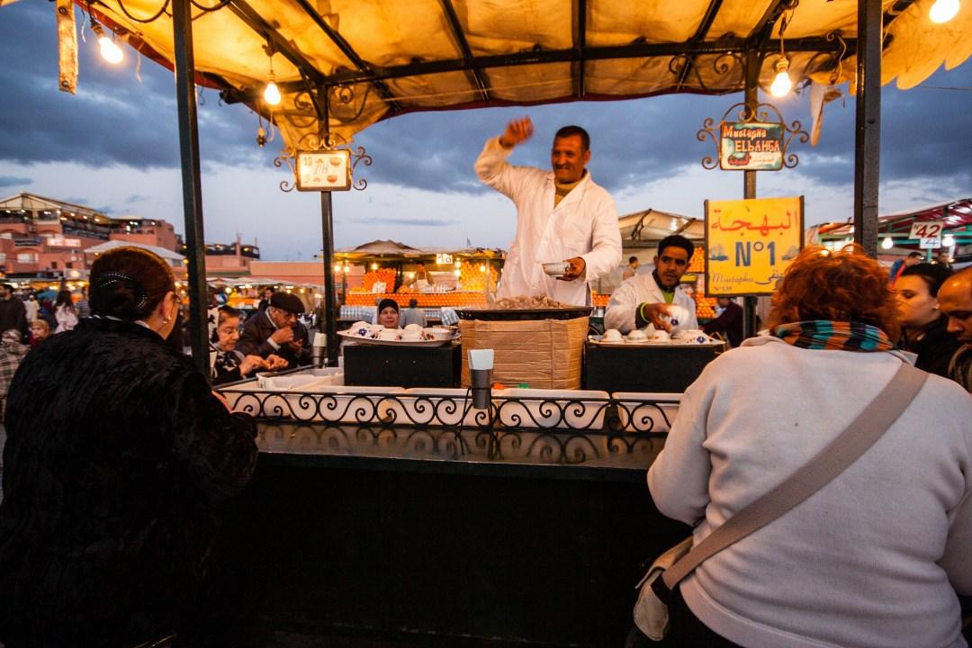 Vendeur d'escargots sur la place Jemaa El Fna.