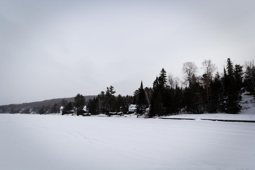 Pause avant de traversée le lac gelé en skidoo.