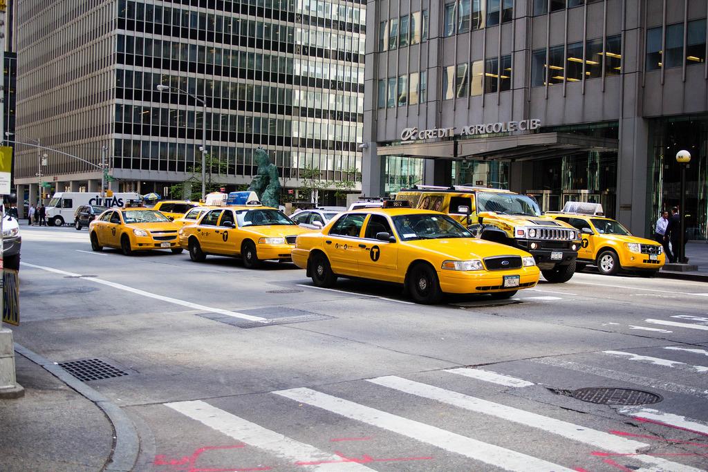 Brochette de taxis jaunes.