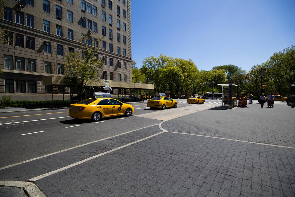 Suite de taxis jaunes.