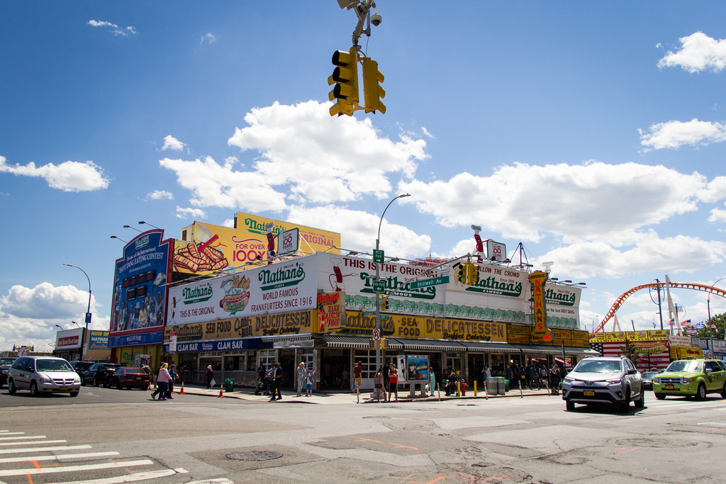 Nathan's, le classique du hot dog à Coney Island.