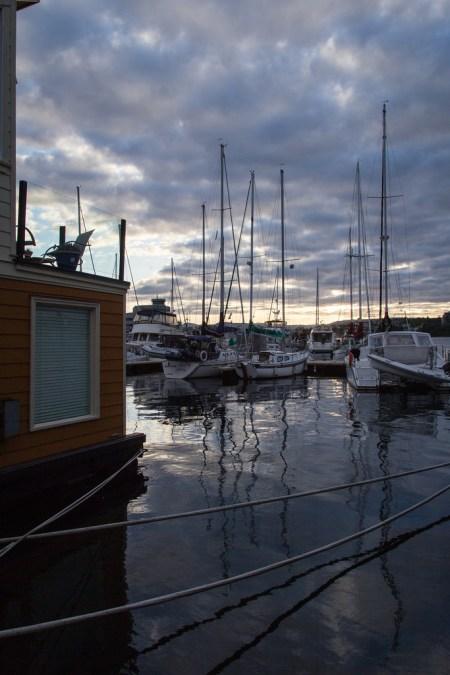 Bateau de plaisance et Les bicoques de Fisherman's Wharf.