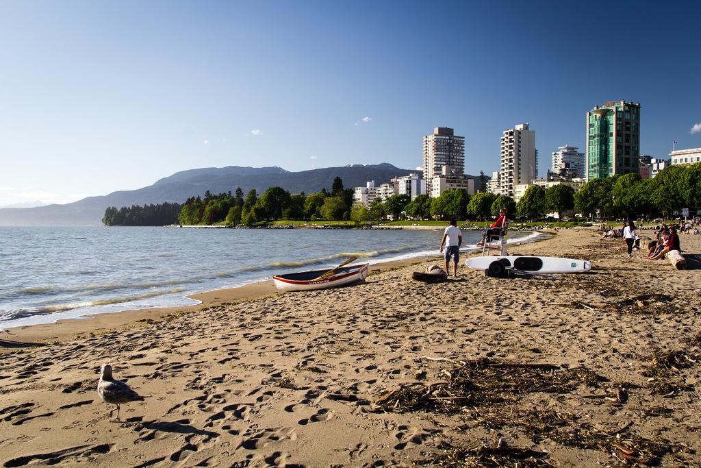 Plage au coeur de la ville de Vancouver.