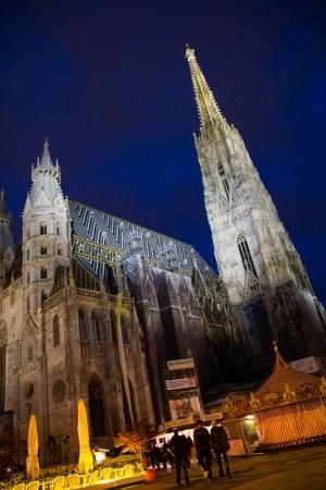 La cathédrale de la Place Saint Etienne.