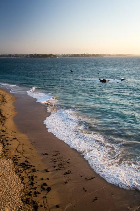 La mer, la piscine naturelle cachée par la marée haute.