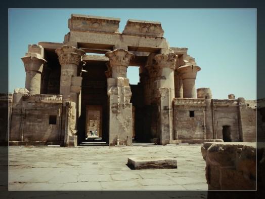 Motorcycle through Egypt, rtw trip, Egypt, wanderlust, adventure, luxor, abu simbel, horus, Cleopatra, valley of the kings, valley of the queens, cairo, giza, great pyramids, sphinx, dahshur, maidum pyramid, red pyramid, bent pyramid, ramses 1, ramses 2, ramses 3, djoser, dagsvstheworld, travel, travel guide eypt