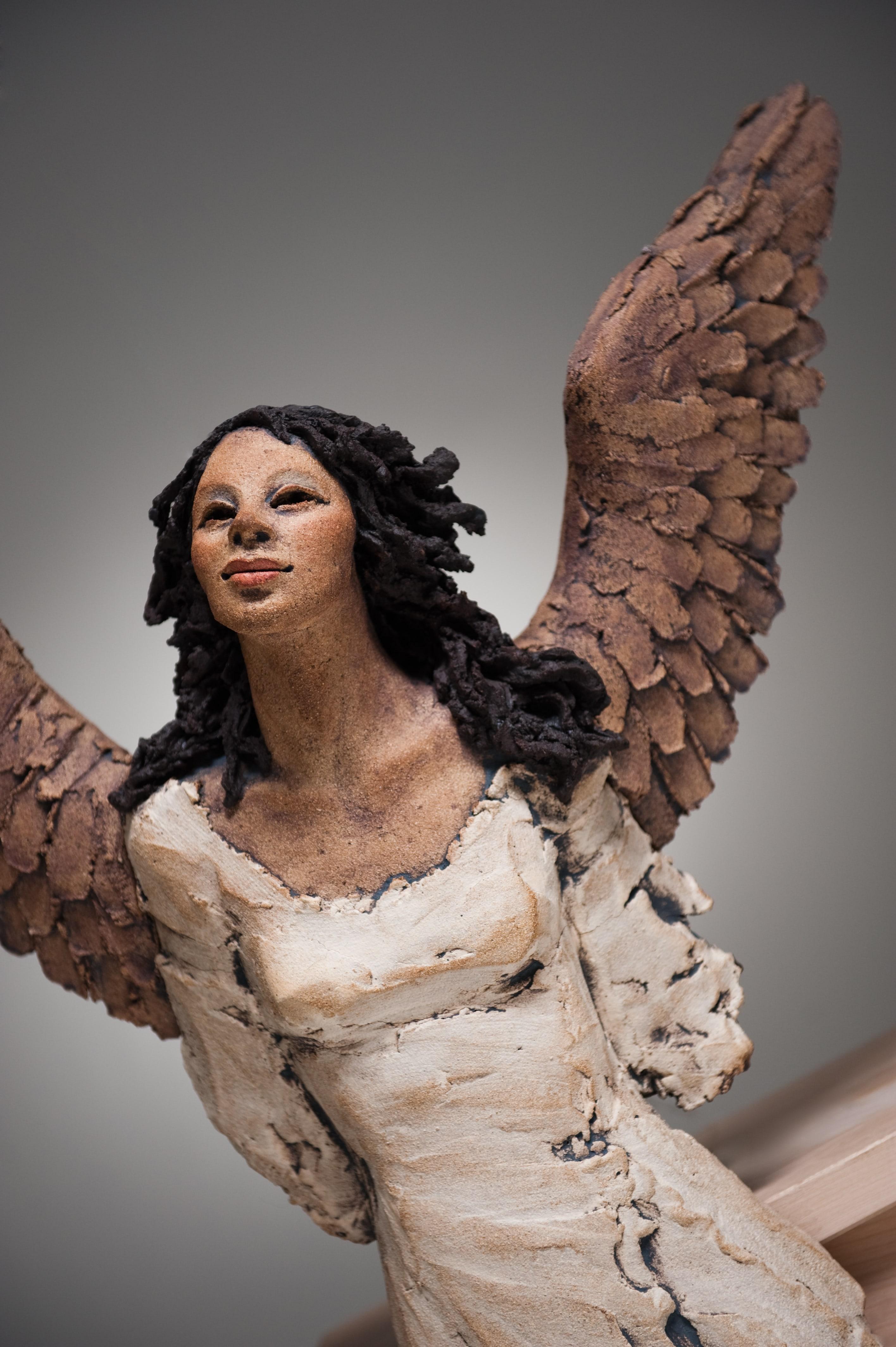 Håpets vingeslag, engel, veggengel, skulptur, keramikk, Ingun Dahlin