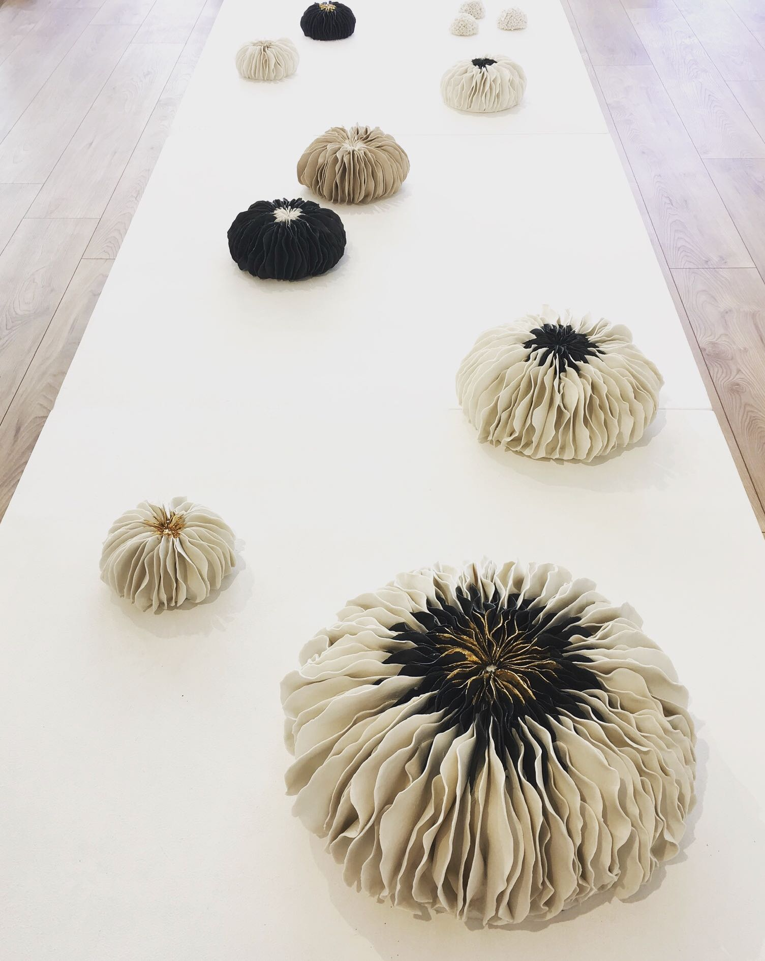 Anémones Dai ceramic à La Station Galerie