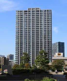 江東区東雲に位置するザ湾岸タワーレックスガーデンの外観写真です。