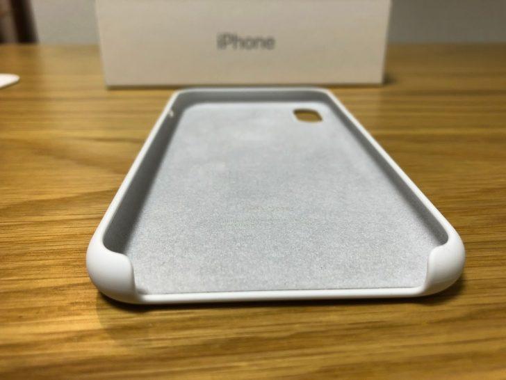 iphoneXのapple純正シリコンケースのホワイトの裏側