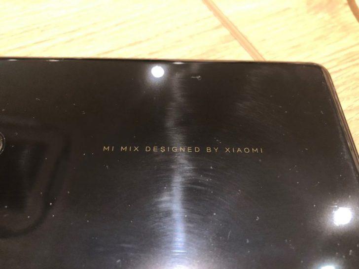 ベゼルレススマホXiaomi_mi_mix2のセラミック製の背面の印字