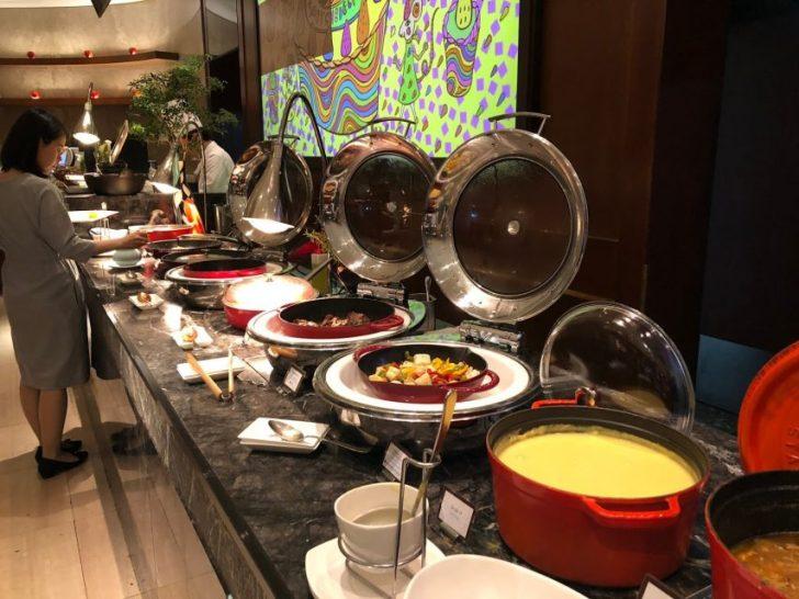 ヒルトン東京マーブルラウンジでデザート&ディナーいちごブッフェのディナー