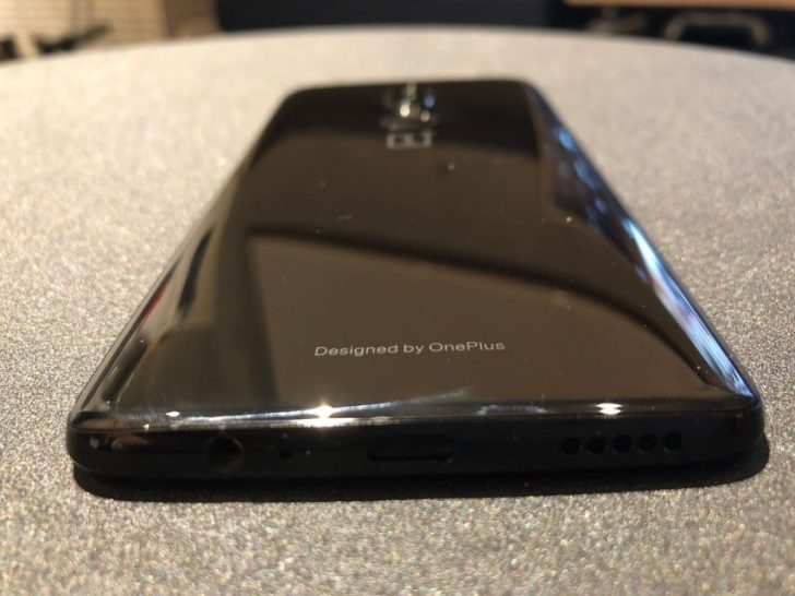 oneplus6_Mirror Blackの背面のdesign_by_oneplusのデザイン