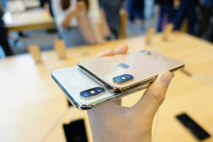 iPhone_xsのゴールドモデルとiPhone_xのホワイトモデルを比較