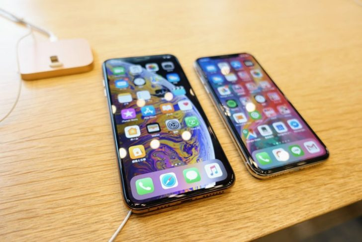 iPhone_xsとiPhone_xs_maxののゴールドモデルを画面サイズ比較