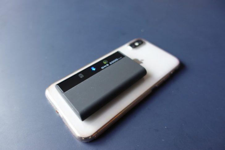gpsロガーgns2000plusをiPhoneXと厚さ比較