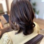 動きのある髪型!大人女性におすすめのふんわりヘア!