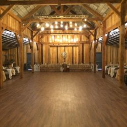 wedding venues in missouri - timberridgebarnjc 3