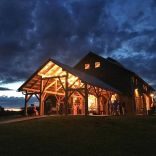 wedding venues in missouri - westonredbarnfarm 3