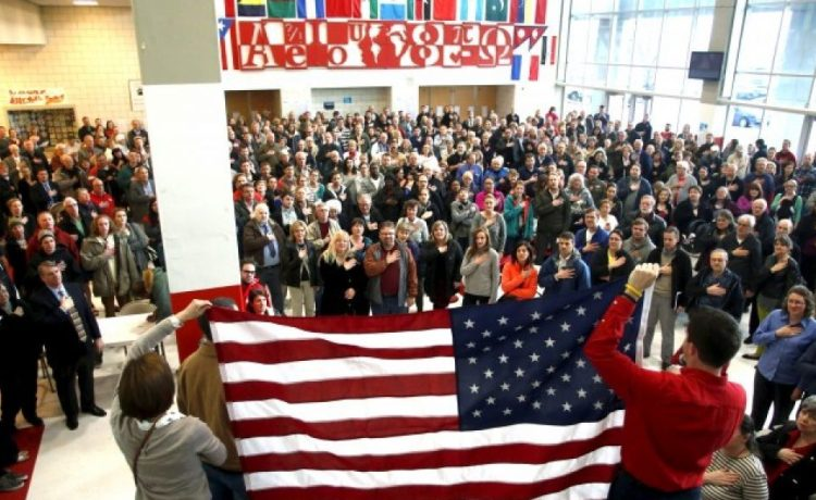 Voters recite the Pledge of Allegiance at a Republican U.S. presidential caucus in Salt Lake City, Utah March 22, 2016. REUTERS/Jim Urquhart