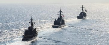 Arleigh Burke-class guided-missile destroyer USS Mustin (DDG 89) transits in formation with Japan Maritime Self-Defense Force ships JS Kirisame (DD 104) and JS Asayuki (DD 132) during bilateral training in South China Sea on April 21, 2015. Courtesy David Flewellyn/U.S. Navy/Handout via REUTERS