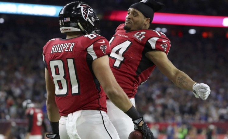 Atlanta Falcons' Austin Hooper (L) celebrates with teammate Eric Weems after scoring a second quarter touchdown against the New England Patriots at Super Bowl LI in Houston, Texas, U.S., February 5, 2017. REUTERS/Adrees Latif