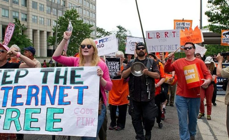 """Protesters hold a rally to support """"net neutrality"""" on May 15, 2014 at the FCC in Washington, DC. (Photo credit: KAREN BLEIER/AFP/Getty Images)"""