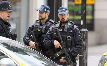 Armed police officers at a cordon on London Bridge following last night's terrorist attack on June 4, 2017 in London, England. Police continue to cordon off an area after responding to terrorist attacks on London Bridge and Borough Market where 7 people were killed and at least 48 injured last night. Three attackers were shot dead by armed police. (Photo by Dan Kitwood/Getty Images)