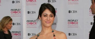Actress Lizzy Caplan arrives at the 33rd Annual People's Choice Awards. (Photo by Mark Davis/Getty Images)