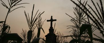 A cross stands at a corn field outside Hanoi April 16, 2009. REUTERS/Kham (VIETNAM SOCIETY) - RTXE1SY
