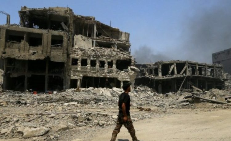 A member of Iraqi Counter Terrorism Service (CTS) walks along destroyed buildings from clashes in the Old City of Mosul, Iraq July 10, 2017. REUTERS/Thaier Al-Sudani