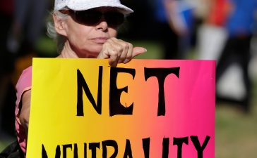 Lori Erlendsson attends a pro-net neutrality Internet activist rally in the neighborhood where U.S. President Barack Obama attended a fundraiser in Los Angeles, July 23, 2014. REUTERS/Jonathan Alcorn/File Photo